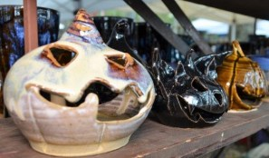 Fire Horse Pottery produces works with a wide range of colors, styles, textures and sizes. (Michael Tomberlin / Alabama NewsCenter)