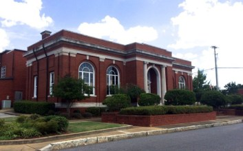 Troy City Hall, formerly a Carnegie Library, 2014. (Hoteltwo, Wikipedia)