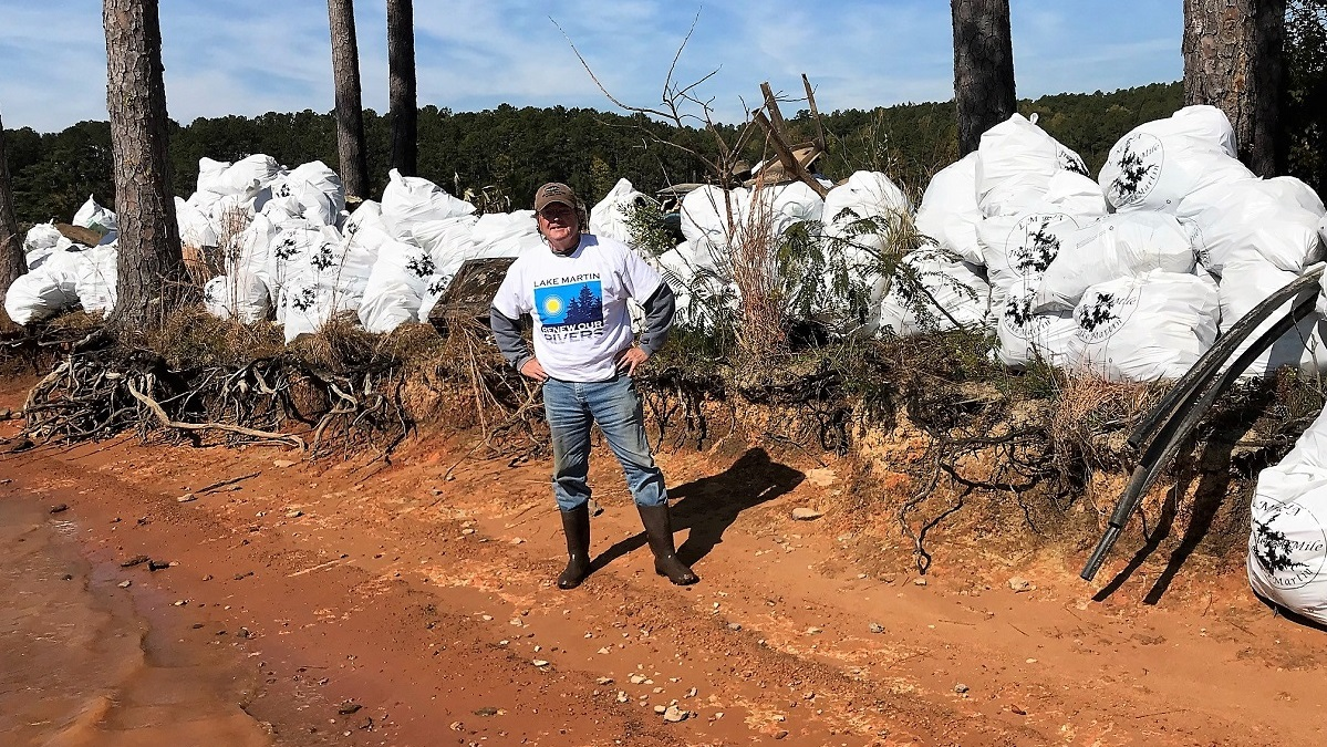 Volunteers make for successful Renew our Rivers cleanup on Alabama's Lake Martin