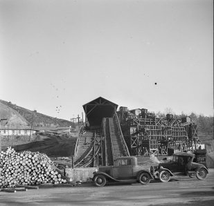 Coal mine at Lewisburg, 1937. (Photograph by Arthur Rothstein, Library of Congress, Prints and Photographs Division)