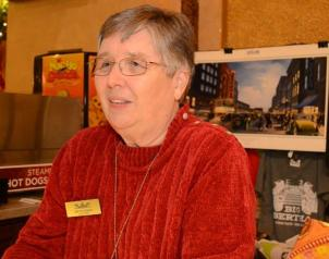 Loretta Cronier volunteers at the gift counter at the Alabama Theatre. (Michael Tomberlin / Alabama NewsCenter)