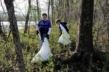 For many, Renew Our Rivers is a family activity that enables parents to encourage stewardship and volunteerism in their children. (file)