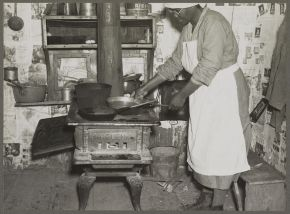 Lucy, a former cook for the Pettways, Gees Bend, c. 1937, photo by Arthur Rothstein. (Library of Congress, Prints and Photographs Division)