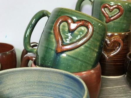 Chad Nelson likes to cheer people up with his pottery. (Michael Tomberlin/Alabama NewsCenter)