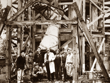Sculptor Giuseppe Moretti, center, and a group of workmen pose before the lower right leg of the statue of Vulcan in 1904, the year it was displayed at the St. Louis World's Fair. (From Encyclopedia of Alabama, courtesy of Birmingham Public Library Archives)