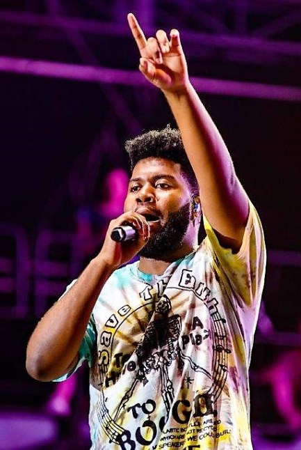 Khalid performs at the 2019 Hangout Music Festival. (Nik Layman / Alabama NewsCenter)