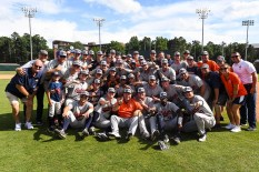 Auburn advances to the College World Series. (Cat Wofford/Auburn Athletics