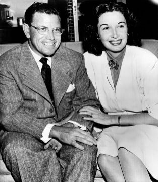 Photograph of Cornwell Jackson and Gail Patrick announcing their marriage, May 26, 1947. (Photograph by George O'Day, International News, Wikipedia)