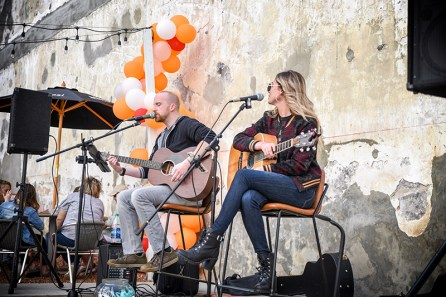 Sean Heninger and Baily Ingle performed in The Courtyard at a previous event in The Courtyard at the Pizitz. (Mindy Rohr)