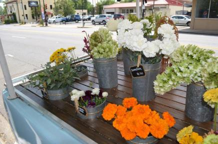 Wild Honey Flower Truck brings the flowers to you and lets you build your own bouquet. (Michael Tomberlin / Alabama NewsCenter)