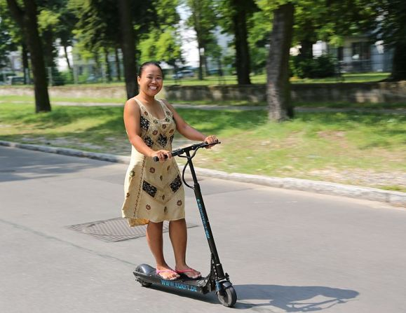 Electric scooters, such as this one by Egret, have become popular in some U.S. cities and other countries as urban living has made a resurgence. (Alex Genz/Wikimedia Commons)