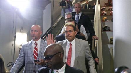 Alabama coach Nick Saban waves at fans at SEC Media Days 2019. (Bruce Nix / Alabama NewsCenter)