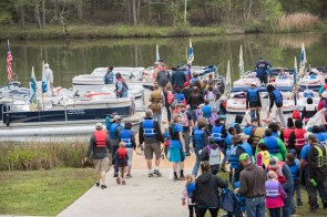 Renew Our Rivers cleanups draw sizable crowds of volunteers. (Wynter Byrd/Renew Our Rivers)