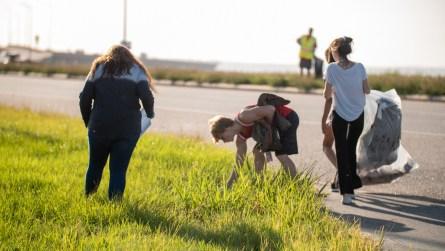 Volunteers pick up trash along the Mobile Bay Causeway. (Dennis Washington / Alabama NewsCenter)