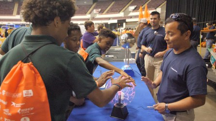 Students learn more about electricity. (Dennis Washington / Alabama NewsCenter)