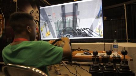 A student participates in a technology simulator. (Dennis Washington / Alabama NewsCenter)