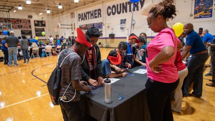 Students learn how to build circuits. (Dennis Washington / Alabama NewsCenter)