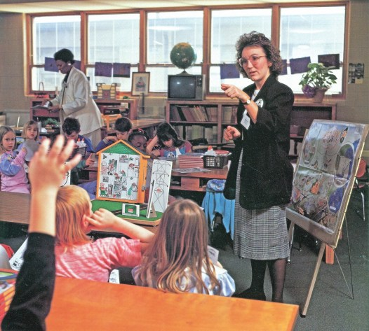 Brenda Lee, Alabama Teacher Corps volunteer, makes a presentation to Alexandria Elementary School near Anniston. (Alabama Power Archives)