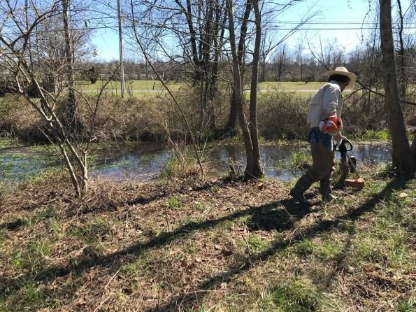 A volunteer works on a cleanup near Glenn Springs. (Michael Sznajderman/Alabama NewsCenter)
