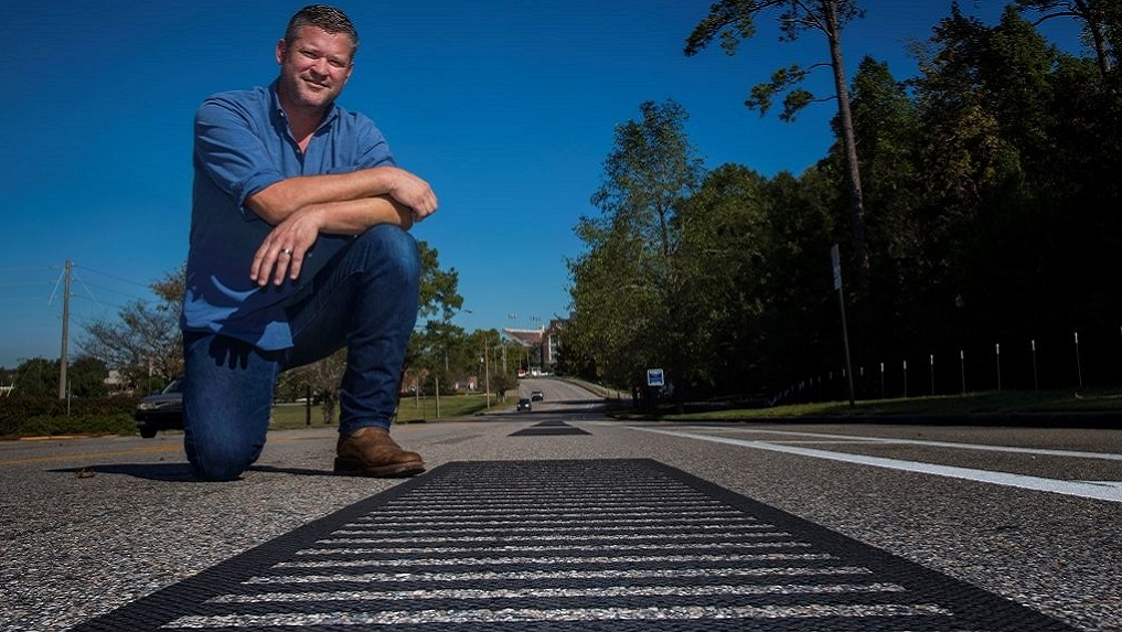 Musical road plays Auburn's fight song when you drive on it