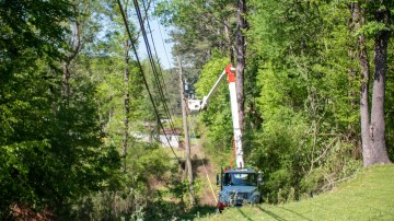 Storm restoration in Pinson, April 2020. (Dennis Washington / Alabama NewsCenter)