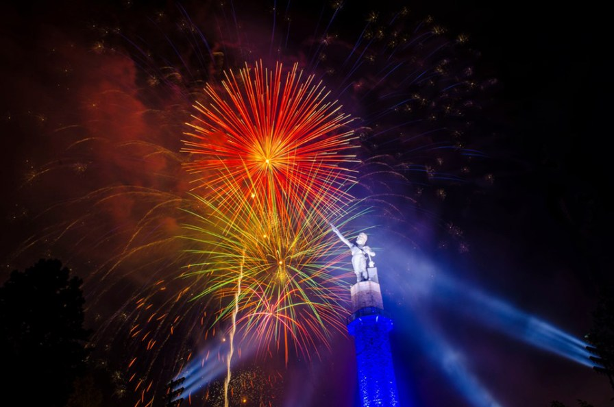 Birmingham's largest Fireworks display at Vulcan Museum and Park. (Heather Scott)
