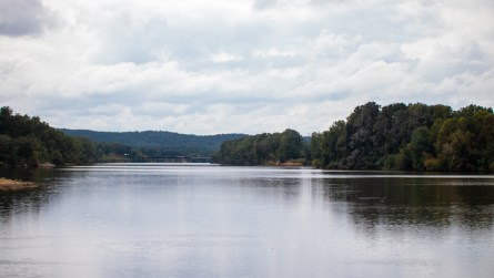 The Coosa River runs through Neely Henry Lake in East Alabama. (Dennis Washington / Alabama NewsCenter)
