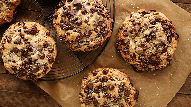 Recipe: Ultimate Bakery-style Chocolate Chip Cookies