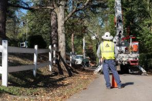 Alabama Power crews are working to restore power after the massive damage left by Hurricane Zeta. (Wynter Byrd / Alabama NewsCenter)
