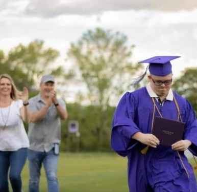 With his parents cheering him on in the background, Hunter Norwood graduated from Geraldine High School this year. (Courtesy of Michelle Norwood)