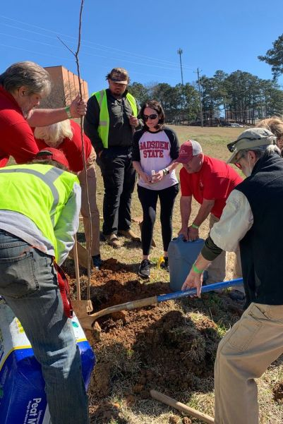 GSCC staff and volunteers planted trees. (GSCC)