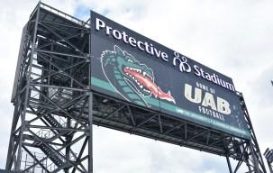 Το πίσω μέρος του Jumbotron ανακοινώνει την προστασία του σπιτιού των Blazers.  (Solomon Crenshaw Jr. / Alabama NewsCenter)