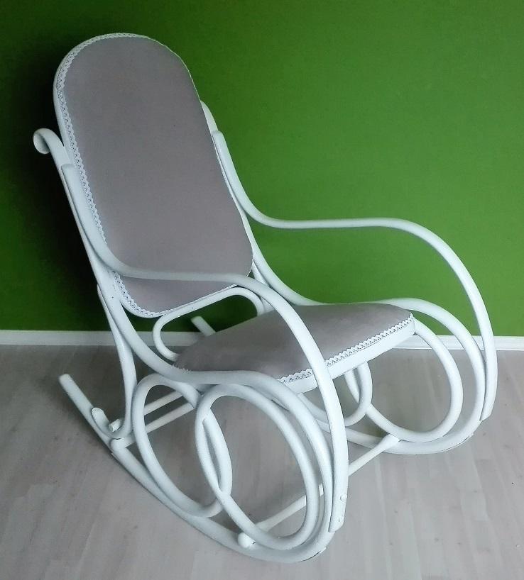 Malowanie fotela bujanego na biało.