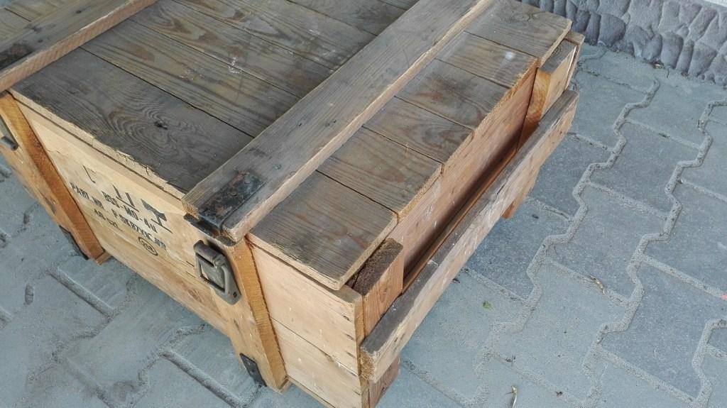 Drewniana skrzynia wojskowa