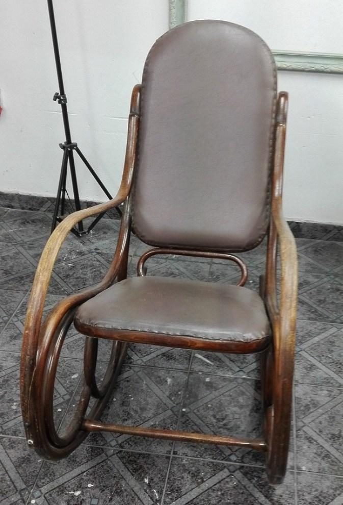 Fotel bujany ze skórzaną tapicerką