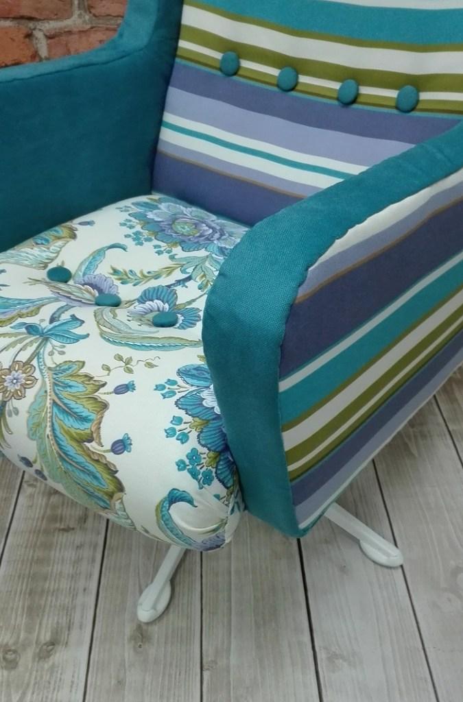 Fotel obrotowy po zmianie tapicerki na kolorową roślinną