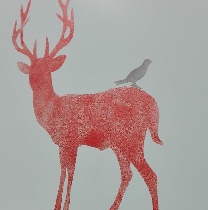 Jeleń malowany z szablonu