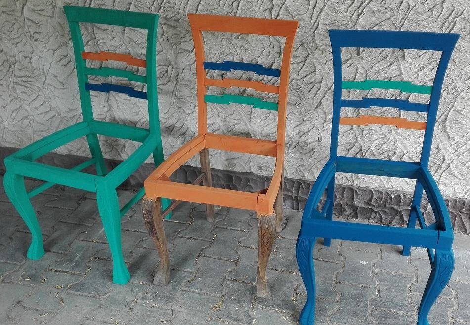 Malowanie krzeseł farbą kredową