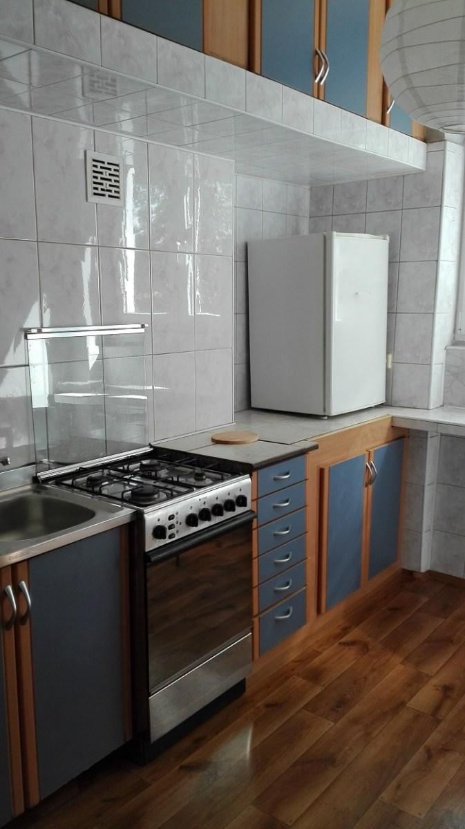 Kuchnia umyta - lodówka na blacie