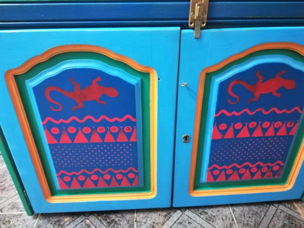 Malowane fronty meksykańskiej komody