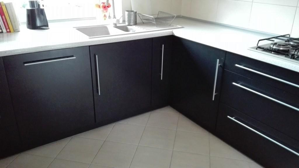 Malowanie mebli kuchennych na czarno