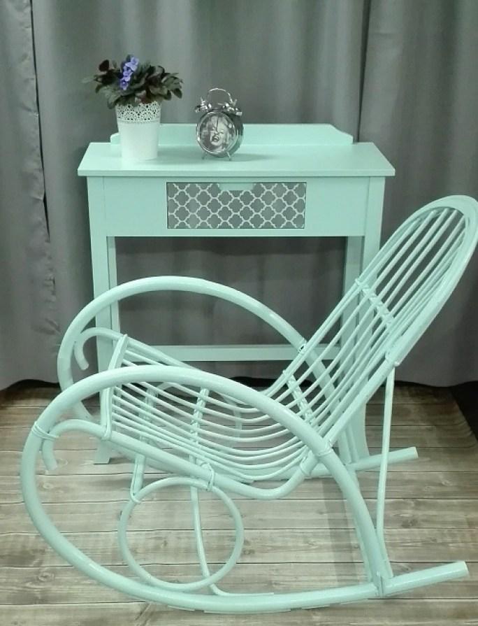 Malowanie fotela bujanego na miętowo