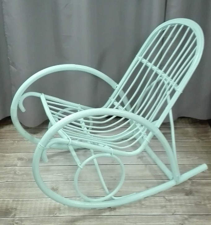 Miętowy fotel bujany malowany