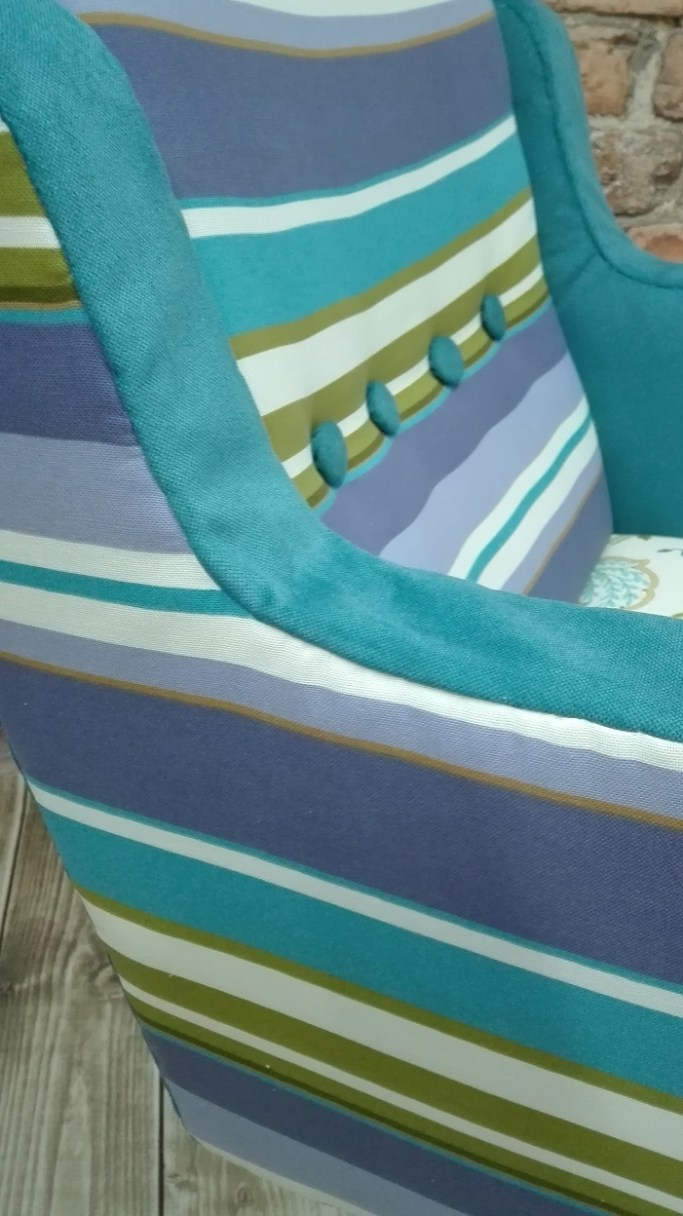 Kolorowa tapicerka w paski