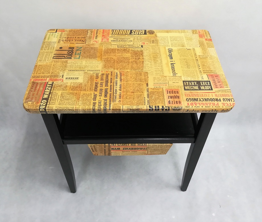 Stolik gazetowy oklejony
