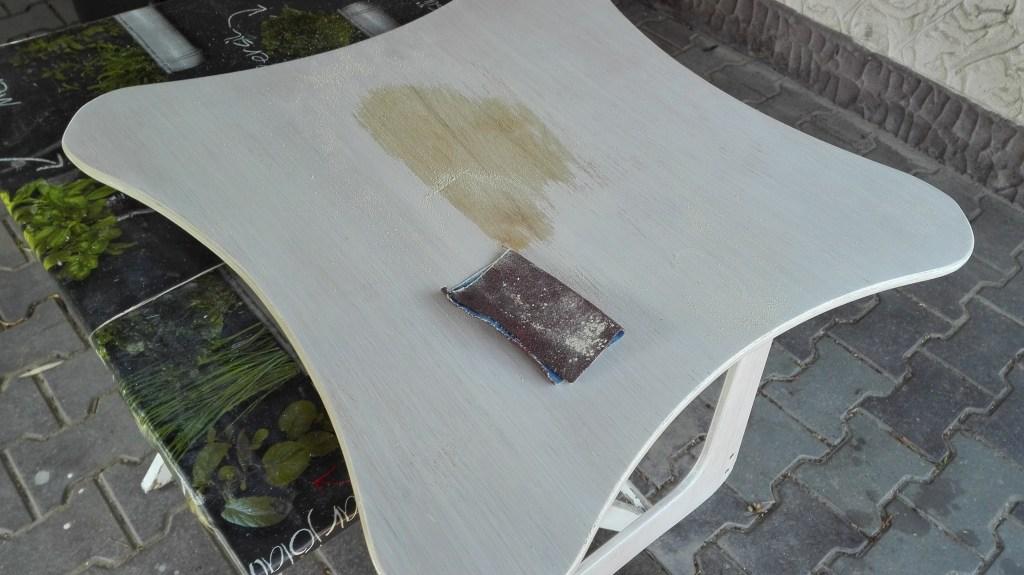 Szlifowanie drewna z lakierobejcy