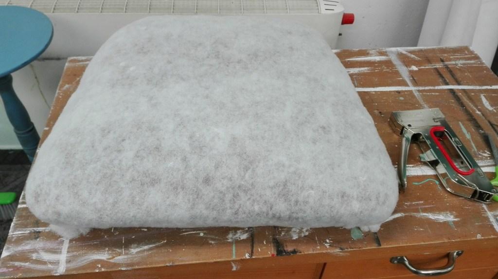 Wymiana tapicerki - obijanie siedziska krzesła