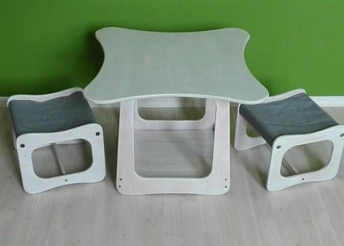 Stolik i dwa krzesełka dla dzieci