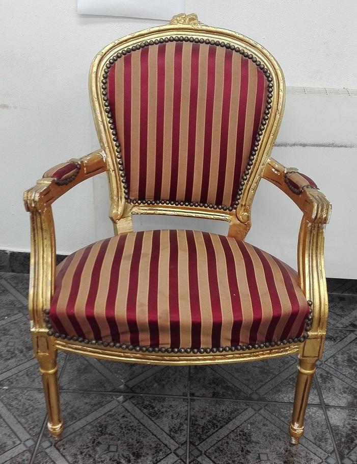 Złoty barokowy stylowy pałacowy fotel