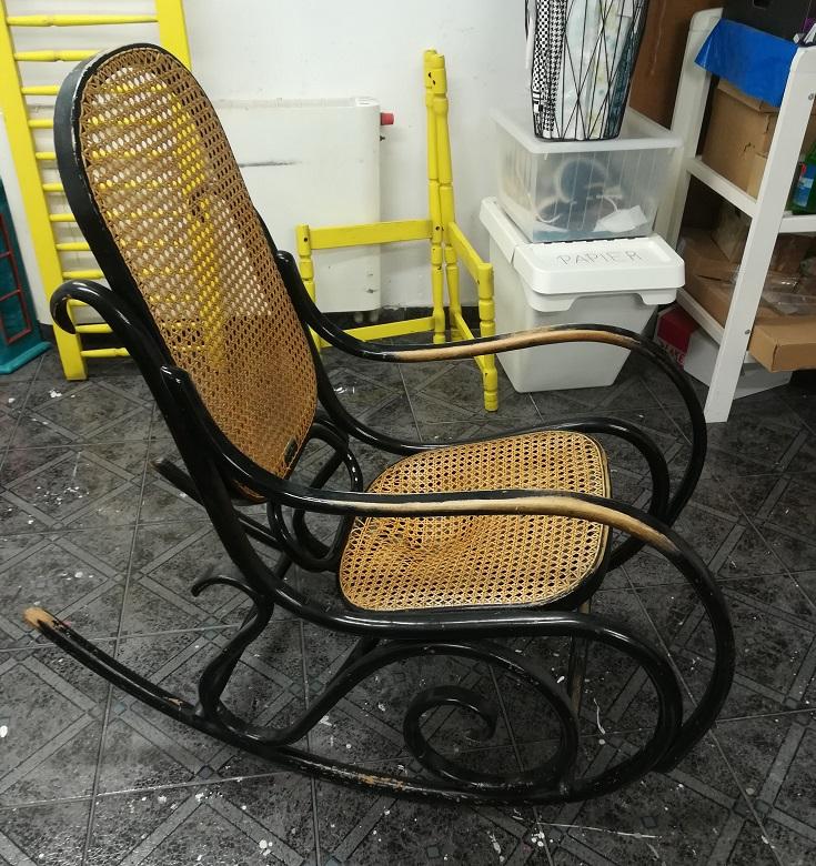 Fotel bujany z rafią do renowacji